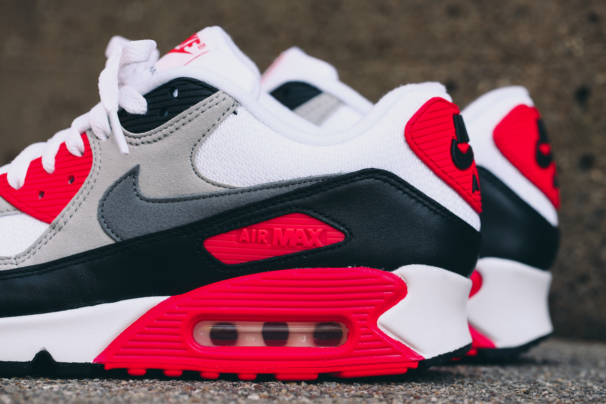 the best attitude 303ad 0fe4f Nike Air Max 90 OG 'Infrared' Is Releasing For The Entire ...