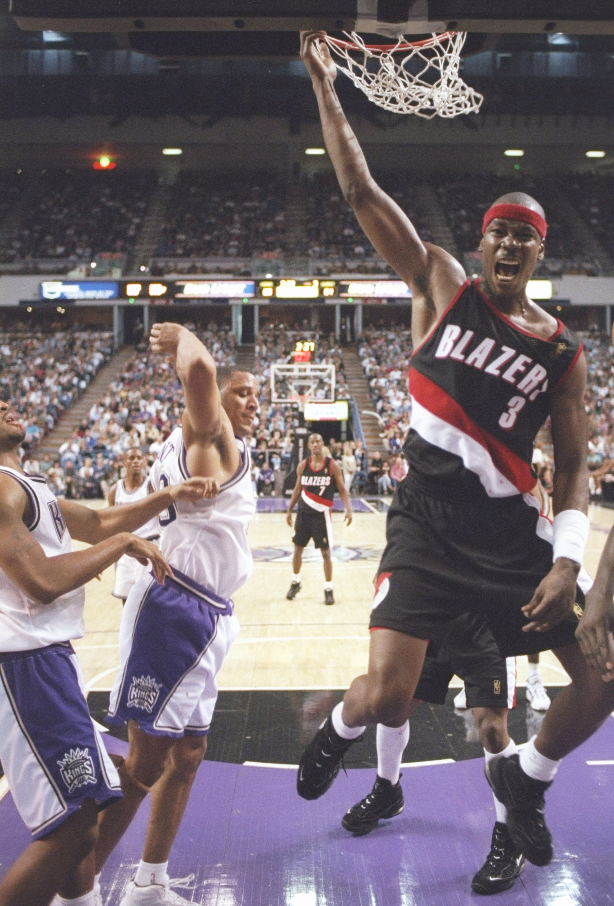 Former All Star Cliff Robinson To Open Marijuana Business