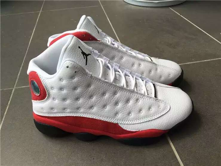 detailed look 9d3db 7c343 Detailed Pictures For Air Jordan 13 Retro 'Chicago ...