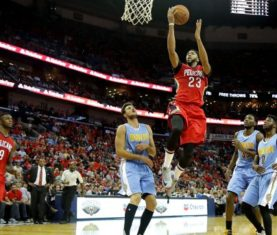 Anthony Davis drives to the rim. (Sean Gardner/Getty Images)