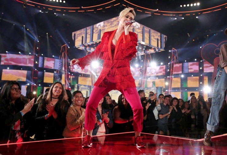 Katy Perry Chained To The Rhythm 2017 iHeartRadio Awards Performance